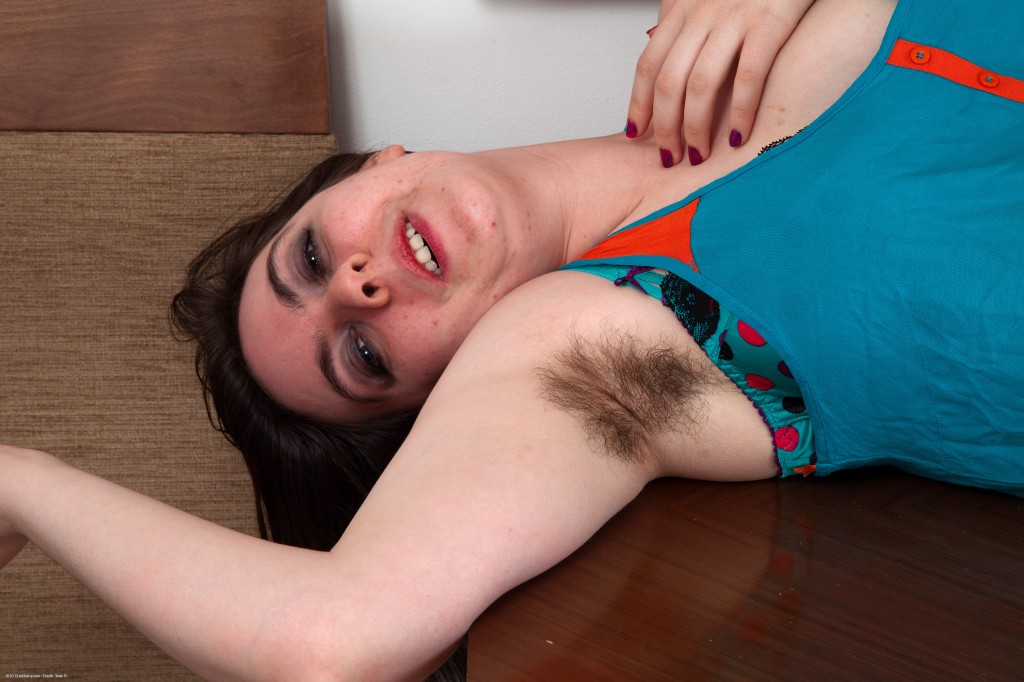 scary-hairy-samantha-jane-02